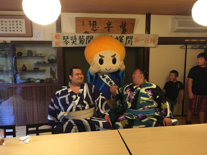 大相撲広島場所の後、『大関 琴奨菊関』と『琴勇輝関』が来店されました。